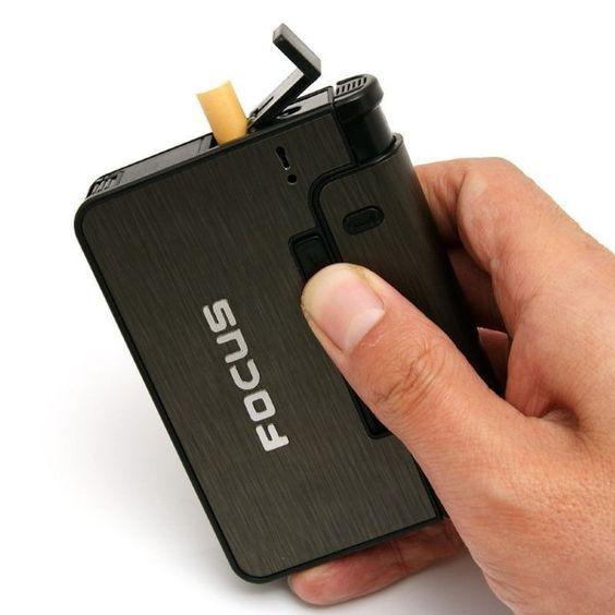 Hộp đựng thuốc lá kiêm bật lửa focus