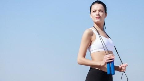 Nhảy dây giúp giảm cân và tăng chiều cao.
