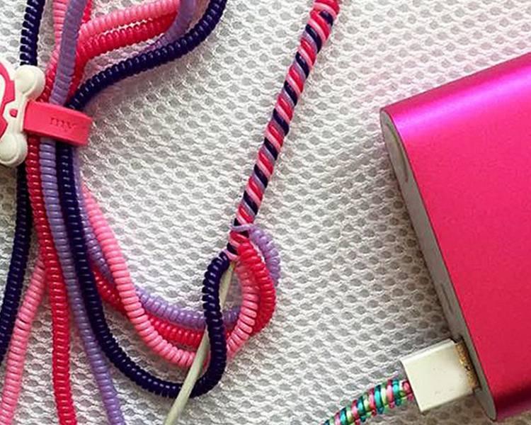 Áp dụng nhiều màu khác nhau để quấn dây cáp sạc