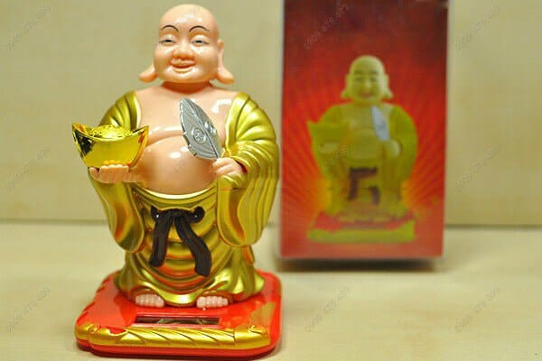 Phật di lạc tay cầm vàng