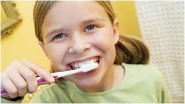 Đánh răng đúng cách cho trẻ