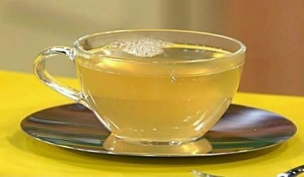 Uống mật ong cùng nước ấm