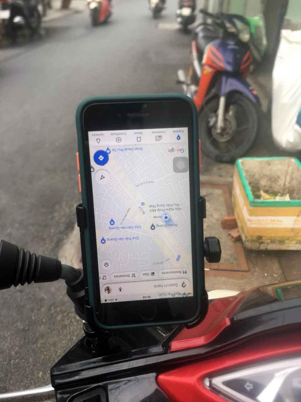 Kẹp điện thoại xe máy