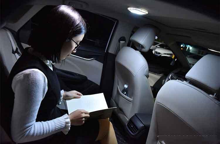Đèn led dán trần xe hơi
